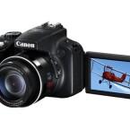 Preiswerte Bridge-Kamera mit Klappdisplay: die Powershot SX50 HS von Canon. (Bild: Canon)