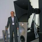 Magico-Chef Alon Wolf posierte für Netzwelt vor seiner 500.00 Euro-Box Ultima. (Bild: netzwelt)