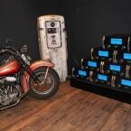 PR-Gag: McIntosh und eine alte Harley, das Marketing beschwört amerikanische Werte, was gar nicht nötig wäre. Lieber hätte man den Verstärker gehört, leider gab es diese Möglichkeit am Stand nicht. (Bild: netzwelt)