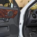 Dreiwege: In der Vordertür des Jaguars sind Hoch-, Mittel- und Tieftöner nah beieinander untergebracht. Das sorgt für ein homogenes Klangbild. (Bild: netzwelt)