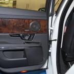 Sound im Font: Die hinteren Türen sind mit einem Koaxialsystem und Bass bestückt. (Bild: netzwelt)