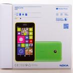 Der Karton des Lumia 630 erstrahlt im neuen Design. (Bild: netzwelt)
