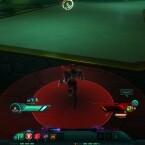 Starke Angriffe meiner Gegner werden durch Trefferradien angezeigt. Dadurch habe ich Zeit, Prügel gekonnt per Hechtrolle auszuweichen. (Bild: Screenshot NCSOFT)