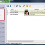 """Nach der ersten Synchronisation Ihrer Daten finden Sie im linken Teil des Programmfensters den Bereich """"Kontakte"""" mit den geladenen Konten. Im rechten Teil werden die Kontakte angezeigt. Zu den Kontaktdaten werden auch Bilder synchronisiert. Ein Klick auf die Konten schränkt die Anzeige beispielsweise auf Kontakte im Telefonspeicher oder bei ChatON ein. Über den Filter oben rechts durchsuchen Sie Ihre Kontakte, was bei umfangreichen Adressbüchern sinnvoll ist. (Bild: Screenshot)"""
