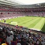 Die Tribüne des Konami-Stadions zeigt sich lebendiger als noch in den Vorgänger-Versionen. (Bild: Konami)