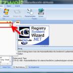 Prüfen Sie zuerst die Einstellung für die von Ihnen verwendete Windows-Version. Auf der linken Seite über dem Verzeichnisbaum finden Sie die Version des Betriebssystems. Sollte diese falsch sein, klicken Sie auf das kleine Dreieck rechts und wählen die richtige Version aus der Liste. (Bild: Screenshot/Registry System Wizard)