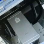 Das Gehäuse ähnelt ein wenig dem HTC One (M7). (Bild: Weibo via MacRumors)