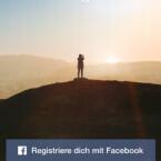 Um sich bei Instagram zu registrieren, können Sie zwei Wege wählen: per E-Mail oder über Ihren Facebook-Account. Wir stellen die Variante über die E-Mail vor. Um sich per E-Mail-Adresse zu registrieren, tippen Sie den entsprechenden Punkt an. (Bild: Screenshot/Instagram)