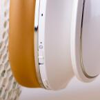 Die linke Seite übernimmt die Steuerung. Hier schalten Nutzer den Kopfhörer ein und aus, aktivieren die Rauschunterdrückung. (Bild: netzwelt)