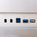 Die Anschlussleiste: Gleich zwei Thunderbolt-Schnittstellen finden sich hier. Apple-Nutzer wird dies freuen. (Bild: netzwelt)