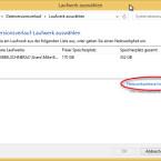 Hier finden Sie angeschlossene externe Festplatten oder USB-Sticks und können diese auswählen. Außerdem fügen Sie an dieser Stelle eine neue Netzwerkadresse hinzu, wenn Sie die Daten auf einem anderen Rechner oder einem NAS-Speicher im lokalen Netzwerk speichern möchten. (Bild: Screenshot/Windows 8)