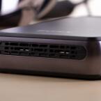 Im Inneren der Box steckt der Akku (Laufzeit bis zu sieben Stunden im kabelgebundenen Betrieb) sowie ein Lüfter. (Bild: netzwelt)
