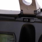 Verstellmöglichkeiten gibt es viele, alle wollen ausprobiert werden. Hier im Bild zu sehen ist der Bügel für die Stirnstütze. (Bild: netzwelt)
