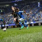 Dank überarbeiteter Animationen sollen sich die Spieler im Zweikampf noch realistischer verhalten und beispielsweise an Trikots festhalten. (Bild: EA)