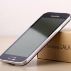 """Das Galaxy S5 mini ist optisch kaum von seinem """"großen Bruder"""" Galaxy S5 zu unterscheiden. (Bild: netzwelt)"""