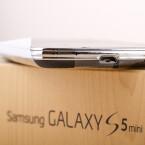 An der Unterseite des Galaxy S5 mini befindet sich ein microUSB-Anschluss. (Bild: netzwelt)