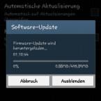 Ist ein Update vorhanden, wird dieses gleich geladen. Ab jetzt sollten Sie auf Ihrem Smartphone oder Tablet-PC nichts mehr drücken. Warten Sie, bis das Update vollständig geladen und installiert ist. (Bild: Screenshot/Samsung Galaxy S4 mini)