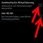 """Möchten Sie das Update zukünftig nicht mehr manuell installieren, setzen Sie unter """"Software-Update"""" ein Häkchen hinter """"Automatische Aktualisierung"""". Damit Sie eine stabile Internetverbindung haben und Ihr mobiles Datenvolumen nicht belasten, sollten Sie auch den zweiten Punkt """"Nur WLAN"""" aktivieren. Gibt es eine neue Software, wartet das Gerät, bis Sie sich in einem WLAN-Netz befinden und startet die Aktualisierung anschließend automatisch. (Bild: Screenshot/Samsung Galaxy S4 mini)"""
