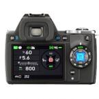 Die Modus-Auswahl erfolgt bei der K-S1 über entsprechende Schalte an der Rückseite der Kamera. (Bild: digicame-info.com)