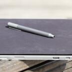 Ersatz für Stift und Papier? Microsoft jedenfalls hebt in der Werbung den Digitizer besonders hervor. (Bild: netzwelt)