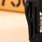 Die DSLR bietet gleich zwei SD-Kartenschächte. Auf einen Compact-Flash-Speicherplatz verzichtet Nikon bei der D750. Diesen gibt es erst bei der D810.