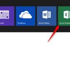 """Nachdem du den Pfeil angeklickt hast, öffnet sich ein Drop-down-Menü. Hier werden dir alle Anwendungen angezeigt, die du online nutzen kannst. Du klickst auf """"Excel Online""""."""
