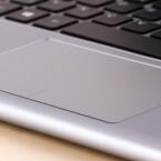Das Trackpad unterstützt Multitouch-Gesten.