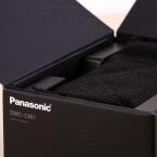 Wir machen die Box auf und sehen das Panasonic Lumix DMC-CM1 allerdings verhüllt in einen Beutel. (Bild: netzwelt)