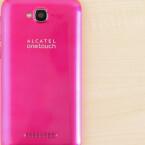 Das Alcatel OneTouch Pop C7 ist in mehreren knalligen Farben erhältlich. Das netzwelt-Testgerät ist beispielsweise pink.