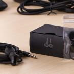 Für die beiliegenden Ohrstöpsel stellt BlackBerry dem Nutzer verschiedene Aufsätze zur Verfügung. Dies soll gewährleisten, dass die In-Ear-Kopfhörer in jedes Ohr passen.