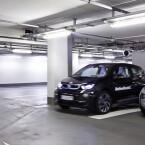 Beim Parken greift das Fahrzeug auf einen hinterlegten Lageplan zurück, nicht auf GPS.