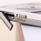 Den knappen Speicher könnt ihr durch Einlegen einer microSD-Karte erweitern.