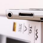 Sony halt: Die USB-Verbindung zum Rechner erfolgt per Spezialanschluss.