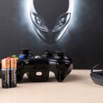 Der Xbox 360-Controller liegt in einer kabellosen Variante bei. (Quelle: netzwelt)