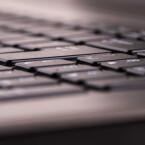 Die Tastatur bietet nicht durchgängig das gleiche Tippgefühl und ist leider nicht beleuchtet.