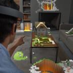 Mit HoloLens spielt ihr Minecraft direkt auf eurem Couchtisch. (Bild: Microsoft)