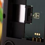 Unter dem Akku befindet sich bei der Dual-SIM-Variante der zweite SIM-Slot.