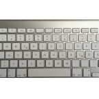 Die Eject-Taste befindet sich auf der Wireless-Tastatur oben rechts.
