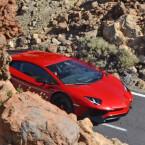 """Der Supersportler mit Zwölfzylinder-Mittelmotor unterscheidet sich optisch stark, etwa in der Frontpartie, vom """"normalen"""" Aventador, der 2011 präsentiert wurde. (Bilder: Borja Perez/CarPix)"""