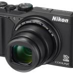 Nikon Coolpix S9900 ist mit einem 30-Fach-Zoomobjektiv ausgestattet und besitzt ein bewegliches Display.