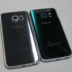 Beide Smartphones weisen eine 16-Megapixel-Kamera auf der Rückseite auf. Obwohl das Galaxy S6 Edge mit 7 Millimetern einen Hauch dicker als das S6 ist, steht auch hier die Kameralinse aus dem Smartphone hervor.