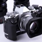 über eine Mittelgroße Kamera mit gutem Kameragriff...