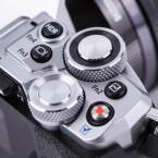 Die Verarbeitung ist sehr gut. Die Kamera besteht zu großen Teilen aus Metall. Ebenso die Räder auf der Oberseite. Die Tasten haben einen klar definierten Druckpunkt.