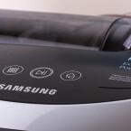 Der Roboter lässt sich auch über drei Tasten auf seiner Oberseite steuern.