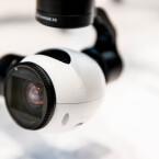 DJI hat für die Inspire One eine eigene Kamera samt Gimbal entwickelt.