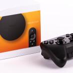 Der Google Nexus Player ist da! Mit im Bild: Das gesondert erhältliche Gamepad.