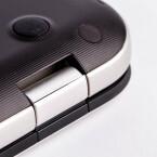 Die von Toshiba verwendeten Scharniere haben das 4K-Display sicher im Griff.