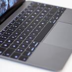 Überraschung: Auf der Tastatur lässt es sich hervorragend schreiben. Jede Taste wird durch eine eigene LED erhellt.