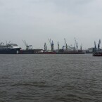 Der Hamburger Hafen, aufgenommen mit Smartphone Nummer 1