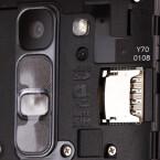 Unter der Haube befindet sich ein microSD- sowie ein SIM-Kartenslot.